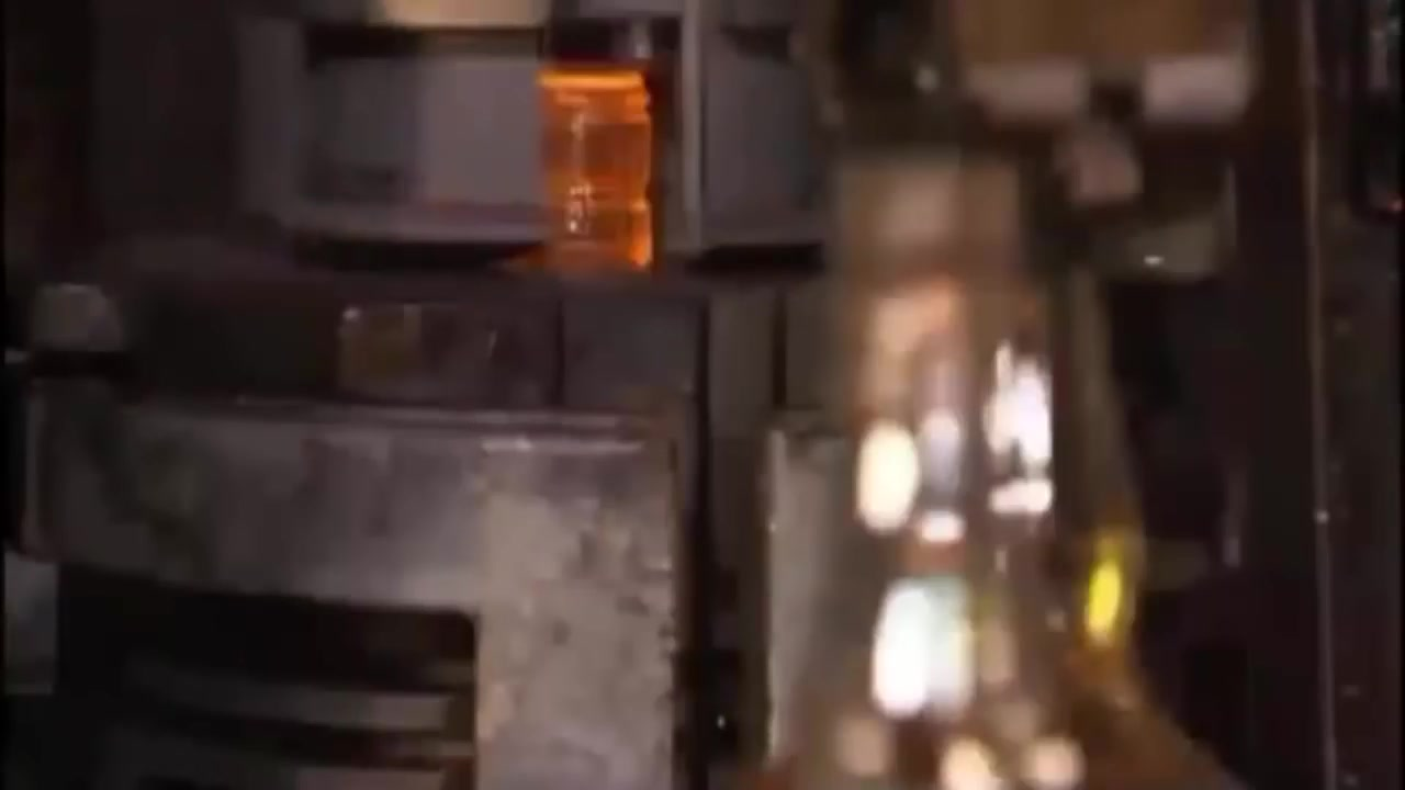 كيف صنعت القوارير الزجاجية  bottles