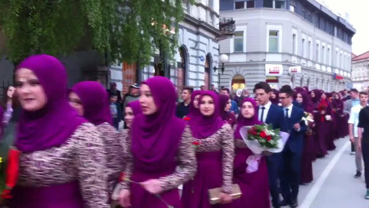 تخرج الطلبة في البوسنة الجمال والعفة والحجاب  والحياء نظام رائع