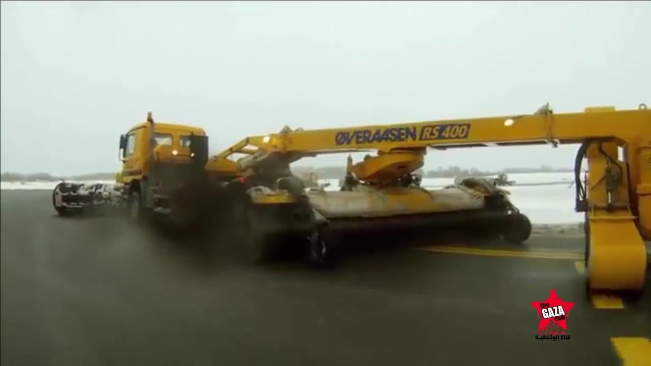 كيف صنع  كاسحت الثلج في المطارات