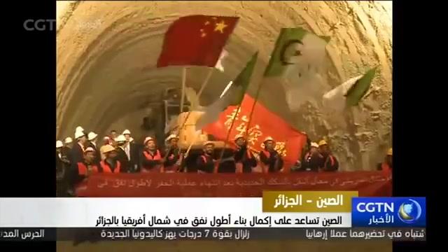 عجائب! الصيني يتحدث بالعربية و الوزير الجزائري ابن  فرنسا يتكلم بالفرنسية فيترجمها الصيني الى العربية