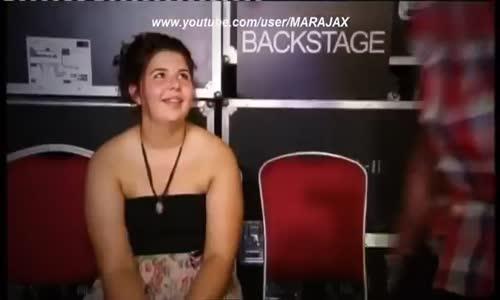 شاهد ماذا فعلت هذه الفتاة الخجولة بعدما سخر منها الحكام Shy 14 Year Old Until She Starts Singing!