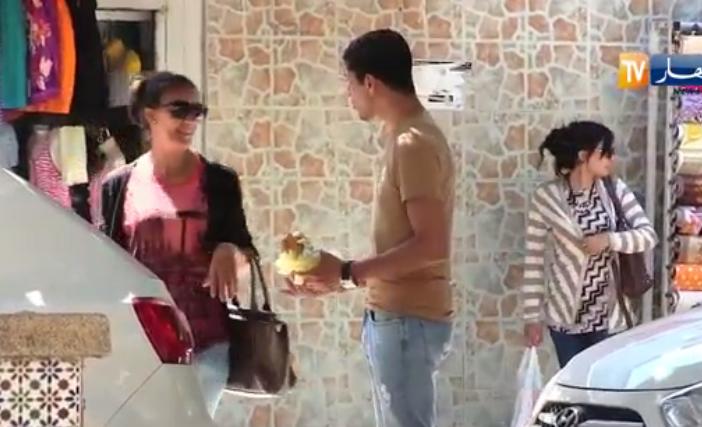 ردة فعل الجزائريين للشخص اللي ياكل رمضان جهارا نهارا كاد يضرب من نساء ورجال  الكاميرا الخفية