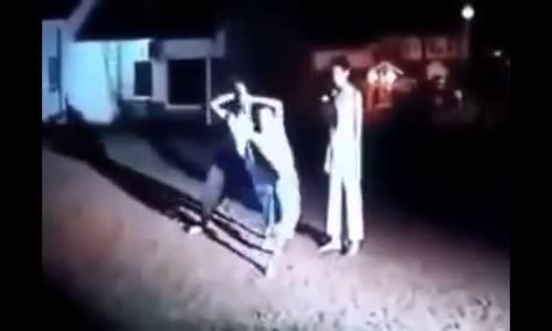 فيديو_ ساحر يتحدى أي شخص أن يطعنه فتحداه مسلم فكانت المفاجأة التي أذهلت الجمهور+18