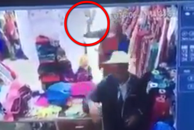 بئر العاتر  تبسة  سارق يعتدي بمطرقة على رأس شيخ في محله