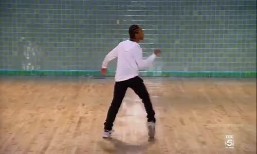 BEST ROBOT DANCE EVER !!!