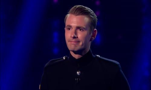 الفاز بطريقة رائعة في البرنامج المواهب البريطاني شاب معجزة 2016