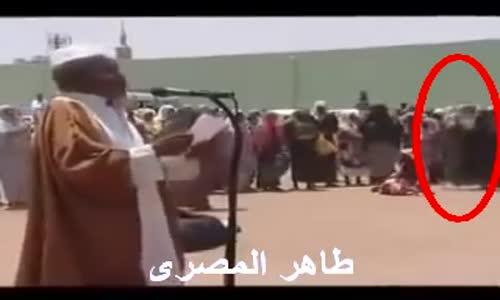 قريه افريقيه كثر فيها السحر فجمعهم الشيخ وقرأ عليهم القرءان شاهد ما حدث