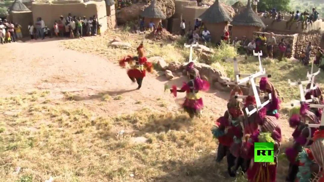 قبائل الدوغون واعتقادهم انهم جائوا من الفضاءواستقروا بالارض