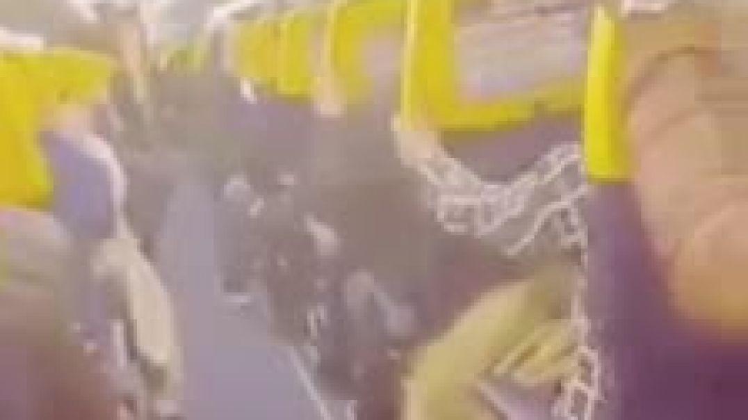 متداول / شاهد : مسافرين مغاربة يعيشون لحظات من الرعب على متن طائرة بسبب اضطراب جوي