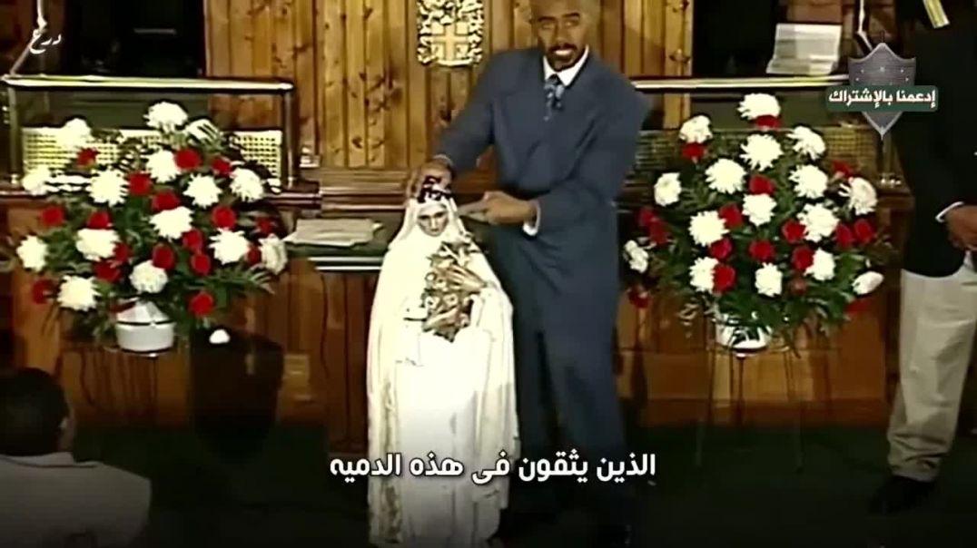 قسيس أمريكي يحطم اصنام في الكنسية و يفعل بهما مثل ما فعل خليل الله إبراهيم
